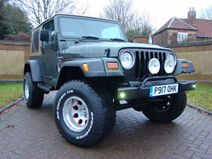 custom jeep wrangler 40 sahara for sale in luton bedfordshire jeep wranglers. Black Bedroom Furniture Sets. Home Design Ideas