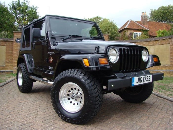 Jeep Wrangler 4.0 Sahara Auto Soft Top Estate Petrol Black